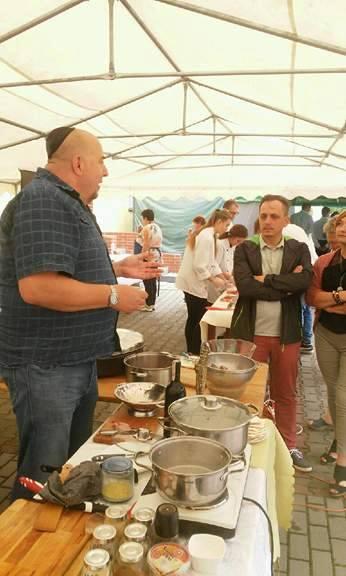 Tradycyjny 100-letni sad i koszerne gotowanie w Pruszczu